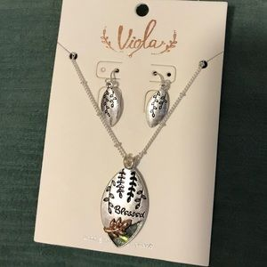 Viola necklace and earrings